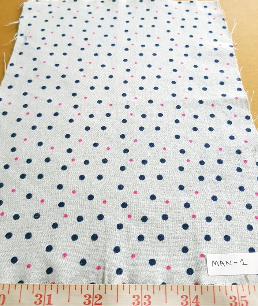 Cotton printed fabric in polka dots print